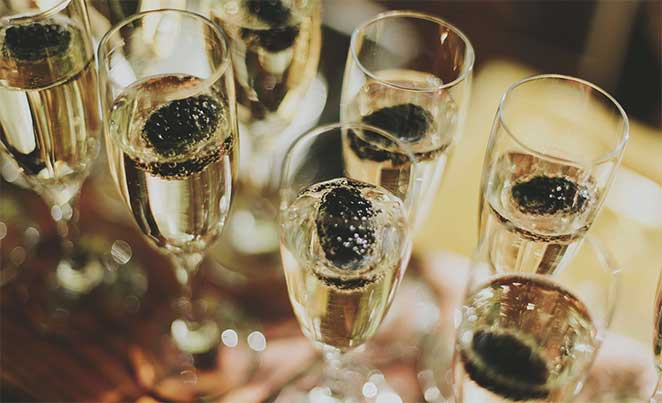 Full champagne glasses