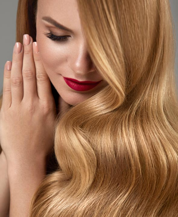 Model with fair hair and hair extensions